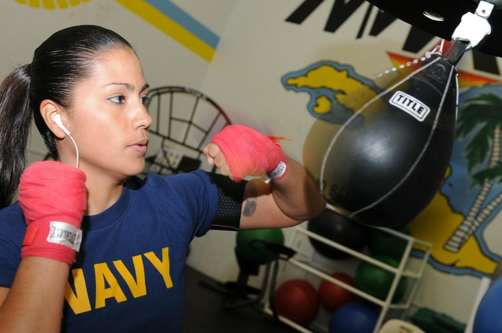 Aula de boxe fortalece abdômen o tempo inteiro - CTE7 Academia