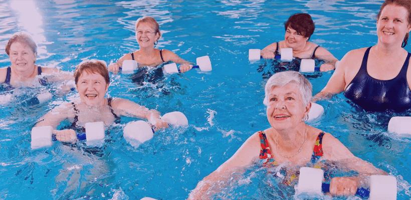 Hidroginástica é um ótimo exercício para sair do sedentarismo e perder peso